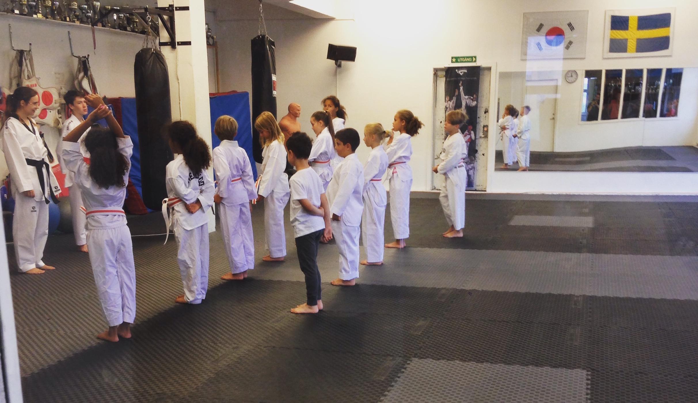 Barngrupperna fokuserar på träning!